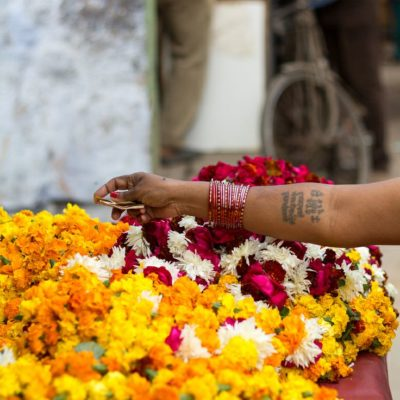 compri i fiori per la preghiera