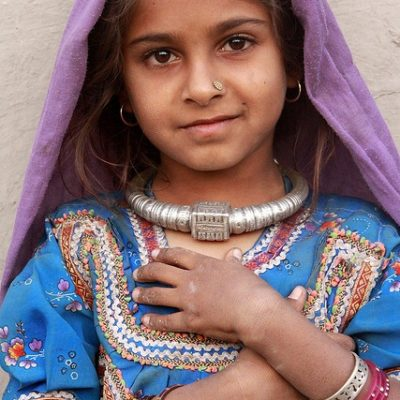 viaggi in india - Bambina originaria del Gujarat